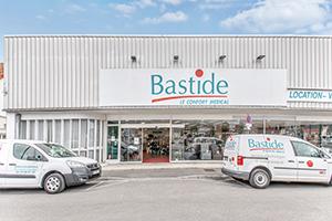 Enseigne Bastide le confort médical Amiens parking client place handicapé
